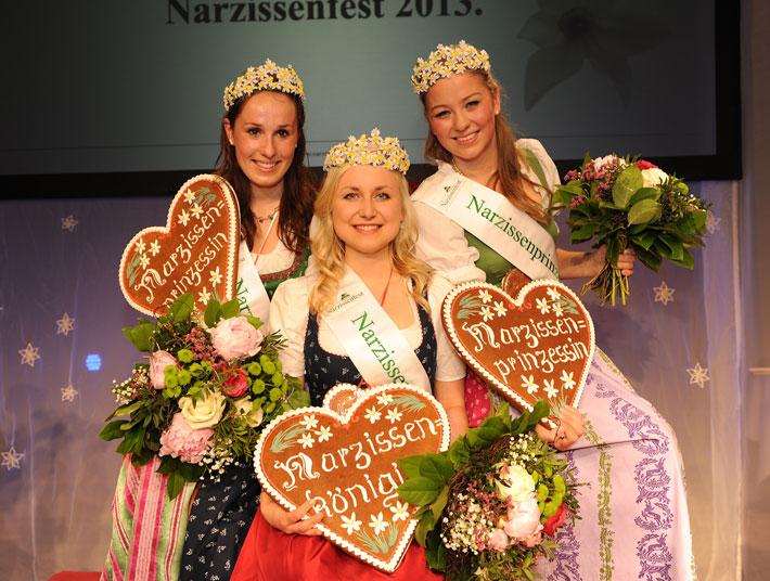 Frisch gekrönt (v.l.n.r.): Prinzessin Maria, Königin Sarah und Prinzessin Nicole.Foto: Narzissenfest/NK