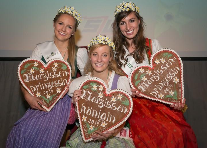 V.l.n.r.: Prinzessin Marlies aus Schenkenfelden, Königin Theresa aus Pichl-Kainisch und Prinzessin Julia aus Steyr repräsentieren nun ein Jahr lang das Ausseerland-Salzkammergut. Foto: Nils Kahle/www.narzissenfest.at (frei)
