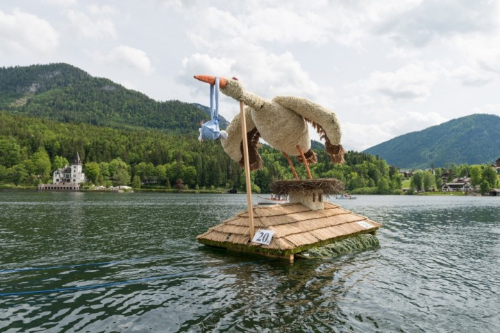 Storch Adebar gewinnt beim Narzissenfest den Stadt- und den Bootskorso in der Kategorie Neue Aufbauten.