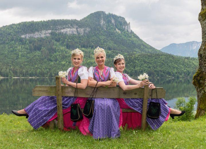 Die Narzissenhoheiten sind die königlichen Regentinnen des Narzissenfestes im Ausseerland-Salzkammergut.  Am 21. Mai 2016 werden die amtierenden Hoheiten von ihren Nachfolgerinnen abgelöst.  Foto: Martin Baumgartner/narzissenfest.at (frei)